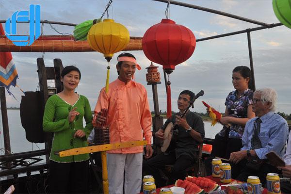 ve-hoi-an-thuong-thuc-bai-choi-dac-san-tinh-than-pho-hoi