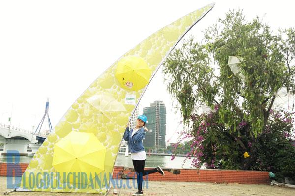 Phat-sot-voi-khong-gian-selfie-dep-giua-vuon-co-tich-du-tai-cau-song-Han-5